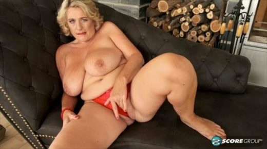 httpst39.pixhost.tothumbs262137426446_40somethingmag 19 10 15 busty british milf camilla returns xxx mp4 sdclip cover