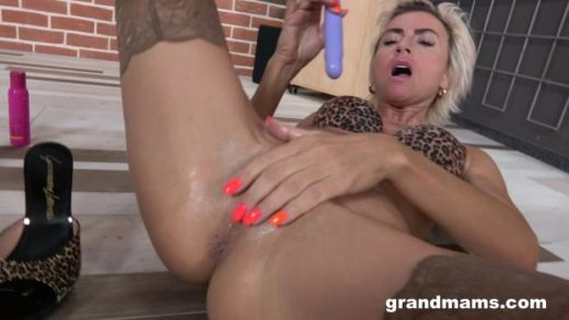 httpst39.pixhost.tothumbs332137996091_grandmams 20 02 25 perfect granny shows us everything xxx 1080p mp4 ktr cover