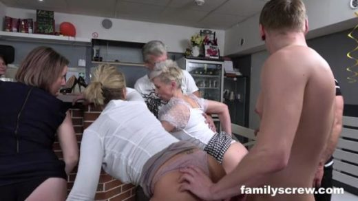 familyscrew 20 04 08 virgin son learning to fuck from old bar ladies xxx mp4 sdclip