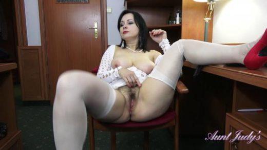 auntjudys 20 05 03 wanilianna seduces you and masturbates for you at the office