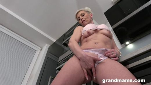 grandmams 20 05 12 horny mature housewife in the kitchen