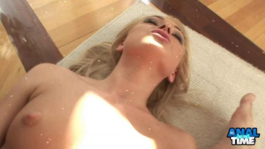 06 25 lilian blonde beauty gaping anal