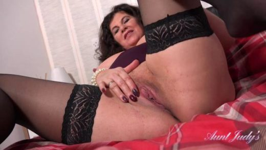 07 30 seducing auntie gilly pov