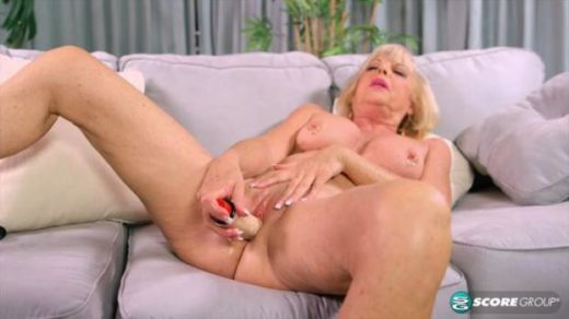 08 05 scarlet andrews easy access to grannys pussy