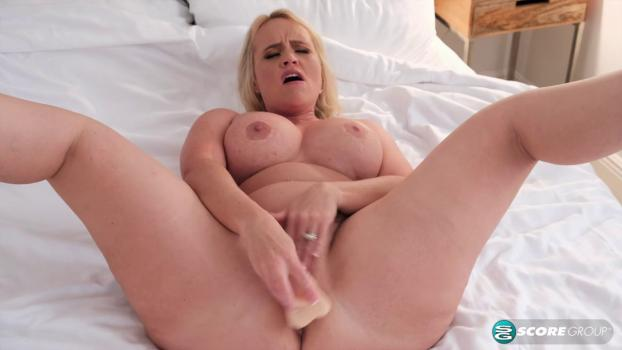 PornMegaLoad – Amber Lace – How A Big-Assed MILF Starts Her Day