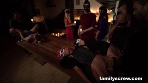 FamilyScrew – Family Night Ritual For New Pregnancy