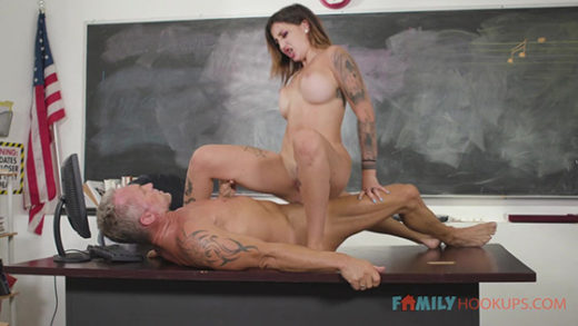 [FamilyHookups] Anna Chambers (Busty tattooed Anna Chambers seduces her stepdad in his classroom / 08.06.2021)