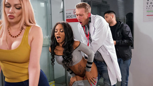 [MilfsLikeItBig] Kiki Minaj (Fucked In Line At The Pharmacy / 08.08.2021)